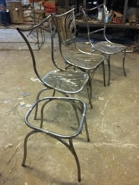 27 Family Chairs - Nature inspired Metal Art - supervolum