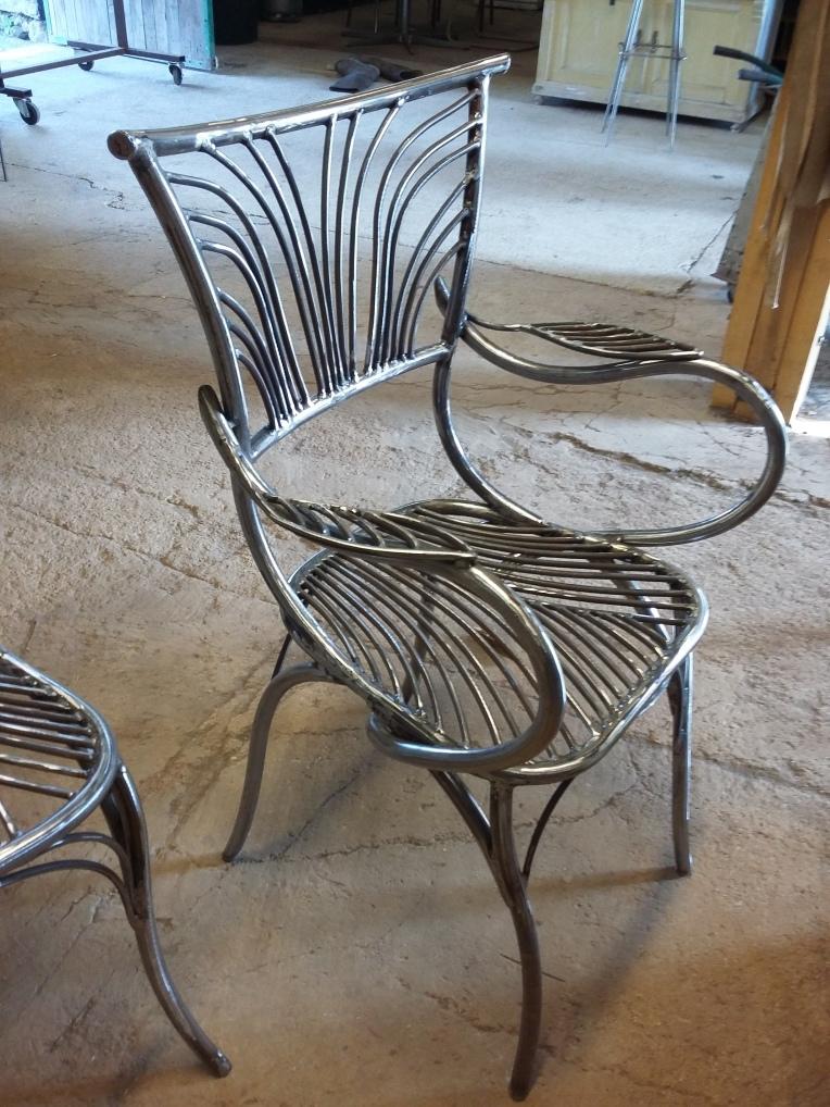 28 Family Chairs - Nature inspired Metal Art - supervolum