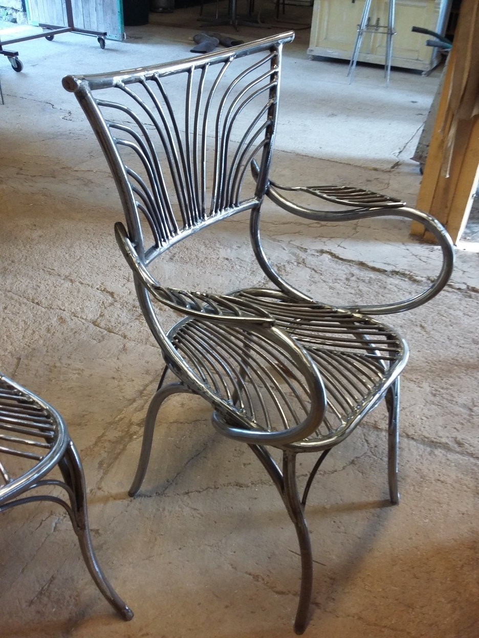 28 Family Chairs - Nature inspired Metal Art - supervolum